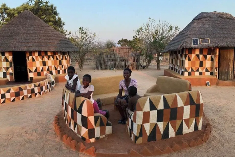 Matobo Women Traditional Hut Designs